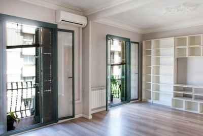 Светлая просторная квартира в центре Барселоны